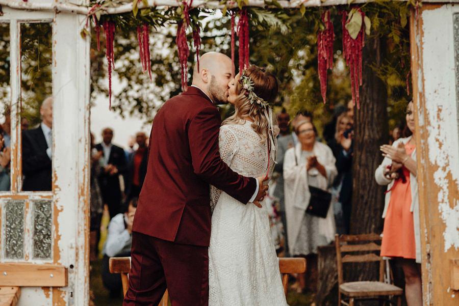 para młoda podczas ślubu w plenerze